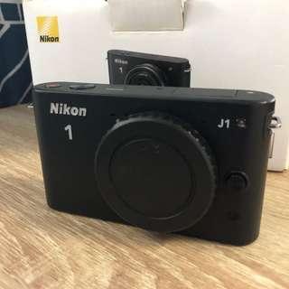 Nikon 1 J1 (black, Body only, near mint)