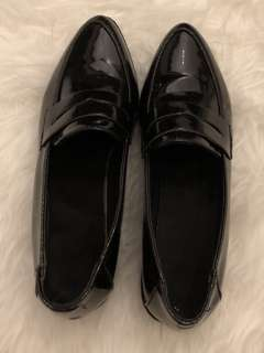 Black Shoes/loafers
