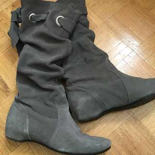 Faux suede grey boots (Size 6)