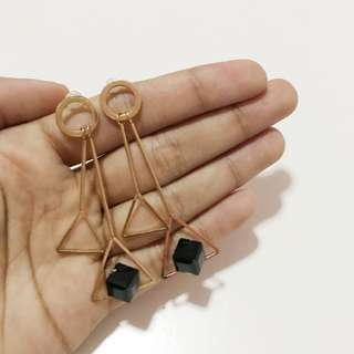 Anting segitiga