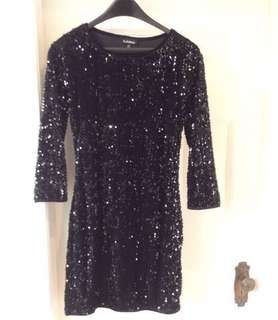 JUST REDUCED THE PRICE!!!!🙂✨✨ SUPER CUTE Le Chateau black sparkly sequins evening dress✨(size medium)with 3/4 length sleeves