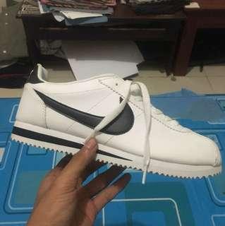Nike cortez leather black white size 42