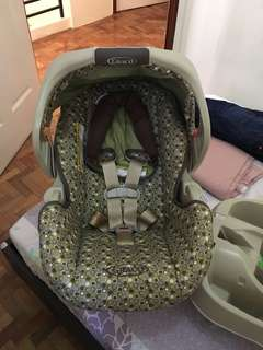 graco Snug Ride Car Seat and Baby Carrier
