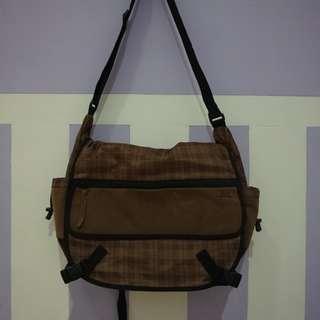 RSCH BROWN SLING BAG