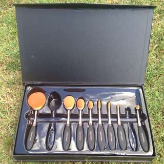 Casper & Lewis Brush Set