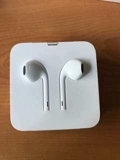 Authentic Apple EarPods.