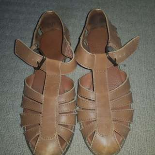 Leather closed strap shoes
