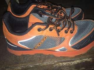 Sandugo Rubber Shoes Size 8