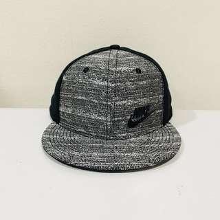 🚚 NIKE TRUE 灰黑可調式帽款