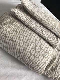 Queen Bed Doona Cover & 4 pillowcase set