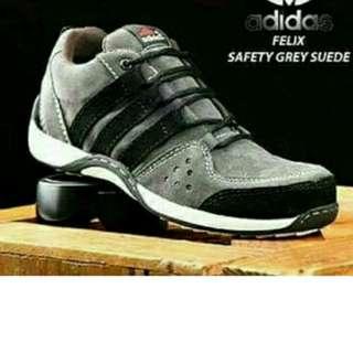 Sepatu Adidas untuk pria