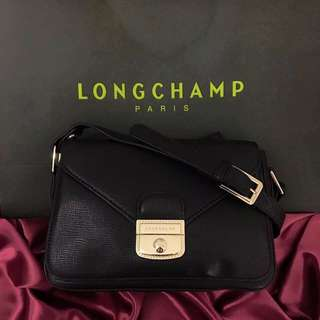 Brandnew! Authentic quality Longchamp Sling Bag