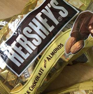 Hershey's chocolate 杏仁朱古力