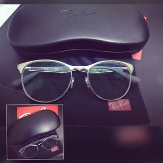 RAYBAN eyeglass with grade of 150 with astigmatism