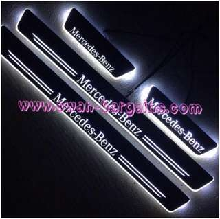 WHITE Mercedes-Benz C-class Sweeping Glowing Animated Moving Running LED Door Sill Scuff Plates W203 W204 W205 S205 C180 C200 C250