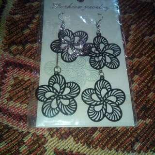 Dangling fancy flower earring
