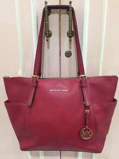 Michael Kors jet set saffiano ori (burnt red color)
