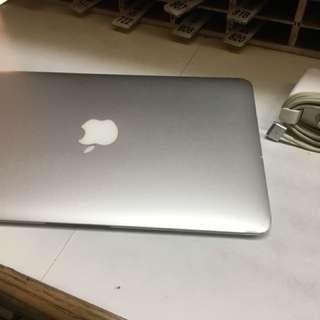 MacBook Air 11 頂規 CPU:i7 RAM:8G 256GB