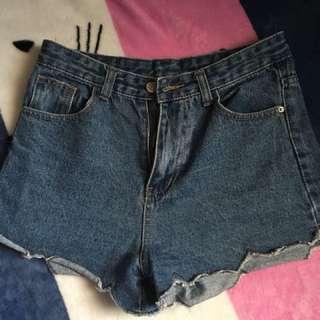 高腰花瓣邊短褲