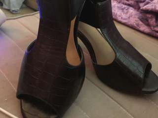 WORN ONCE - PRETTY MUCH NEW CONDITION - NOVO peep toe black pumps