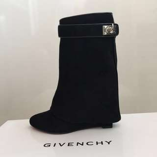 GIVENCHY | Signature Suede Wedge Boots 黑短絨靴