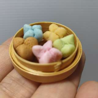 Dollhouse miniature : A basket of huat kueh