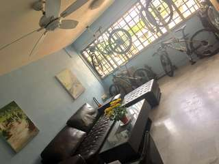 Common Room for Single Occupant ($600) and Utility Room with AC ($400) near Marymount MRT for Filipinos