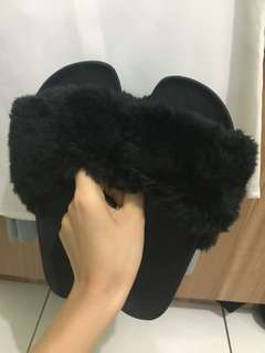 Black fur sandal