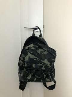 軍綠色背包Backpack