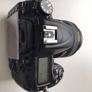 Nikon D7000 body and nikon SB700 flash