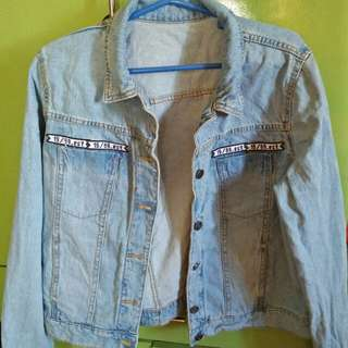 BRAND NEW DENIM JACKET FOR ONLY P200!!! NEVER BEEN USED!