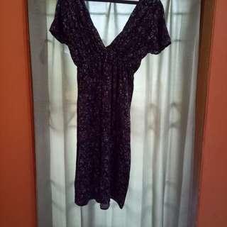 Dress V motif bunga
