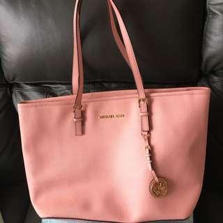 Michael kors粉紅色