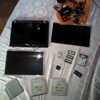 Job lot laptop screens , ram , hard drive , internal parts , dvd rw drives all fully working