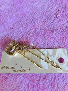 Hair clip snowflakes from Japan ¥1000