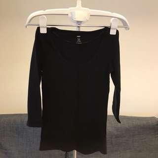 B區:H&M黑色七分袖合身上衣