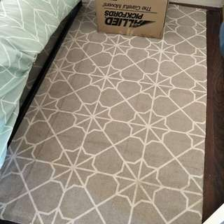 Small grey and white patterned rug