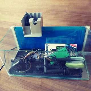 17吋魚缸連濾水器。气泵。自動餵食器及配件