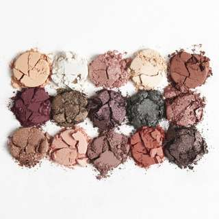 ALL I SEE IS MAGIC Pressed Powder Shadow Palette