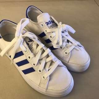 Adidas女用休閒鞋