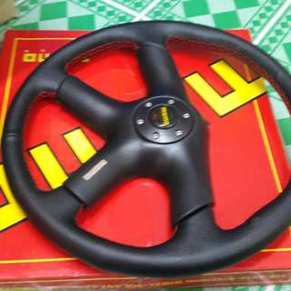 Momo italy steering