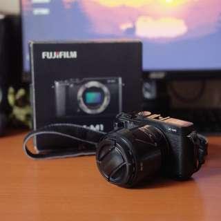 Fujifilm X-M1 w/ 16-50mm lens