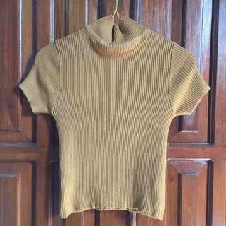 Sweater wanita turtle neck mustard