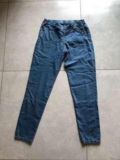 "Women jeans 28""W x 36""L"