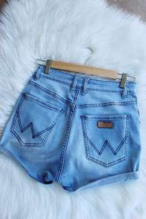 Wrangler Pin Up blue denim shorts