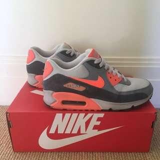 Nike Women's Air Max 90 Essential Sneakers