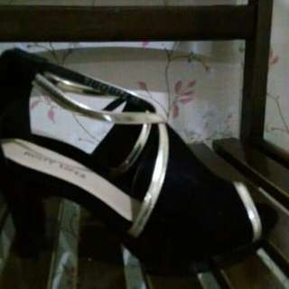 Preloved Rusty Lopez shoes (black and gold)used once