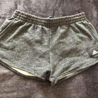 🚚 Adidas 運動短褲