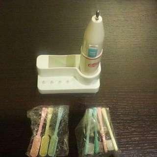 二手日本兒童電動牙刷。連全新牙刷頭 七個 用乾電池2A 兩粒