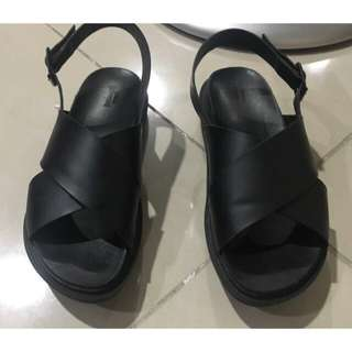 Urban Outfitters Black Sandals Size 8